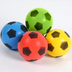 4 ballons en mousse